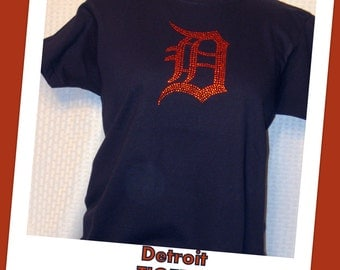 """Detroit Tigers T-Shirts (Short Sleeve) in Navy with Orange Crystal """"D"""""""