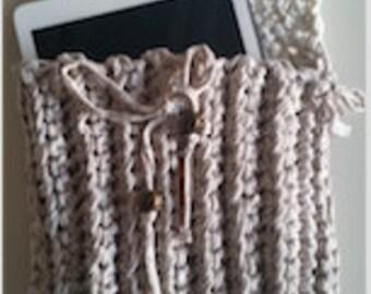 Crochet purse, beige and cream