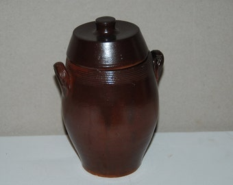 Small French vintage, terra cotta or clay salt crock or pot à confit with lid, nice brown colour. Country kitchen.
