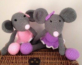 Handmade crochet dancing mouse