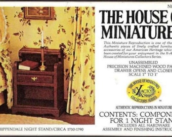 Chippendale Nightstand House Of Miniatures no.  40012
