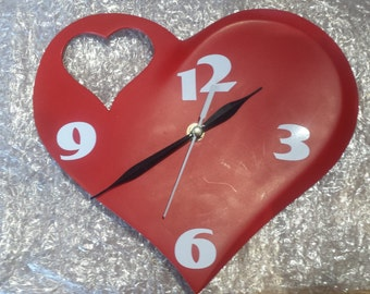 wall clock lovers red