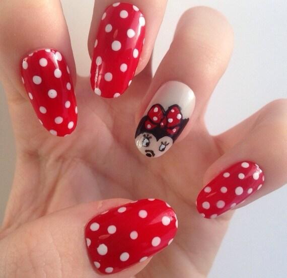 Articles similaires à Minnie Mouse inspiré des faux ongles, peint à la main sur Etsy