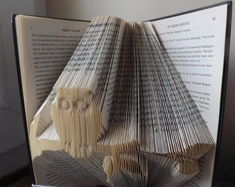 Book folding art pattern for an owl