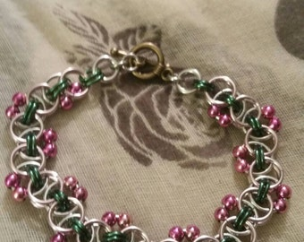 Stunning bracelet in baby pink and green