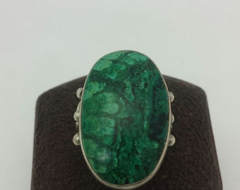 Sterling Silver Ladies Ring with Green Stone