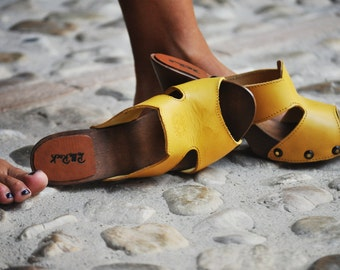 Clogs with wooden base and Tuscan leather Hooves Tuscan leather and wood handmade Made in Italy