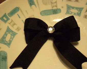 """2 1/2"""" double loop hair bow with 2 3/4"""" long tails"""