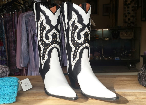 Beautiful Black and White Studded Cowboy Boots w/matching Belt! BRAND NEW. size 8