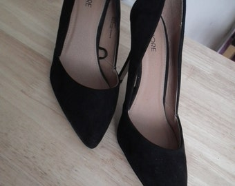 Flore black suede shoes used