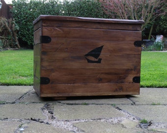Storage Chest / Toy Chest (Medium) - 100% Reclaimed Wood