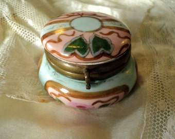Ceramic pill box