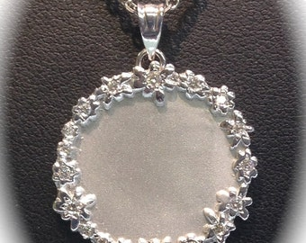Engravable 14K White Gold Necklace with diamonds.