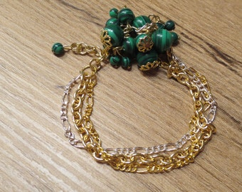 Handmade bracelet with Malachite stones, with three rows of chains of vorgoldendem and silver plated brass