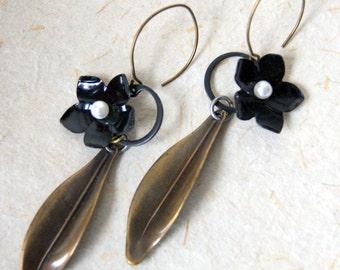 Black Flower Earrings - Flower Earrings - Vintage Black Enamel Flower Earrings - floral jewelry - Boho Chic - Botanical Jewelry