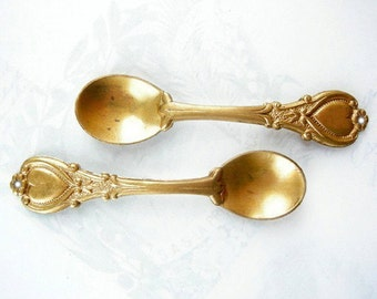 Raw Brass Spoon Pendants - with hole (4x) (M664)