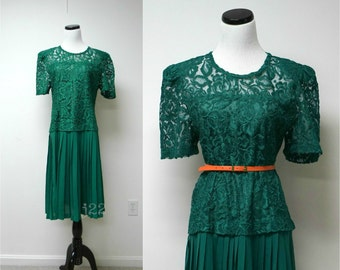 SALE!!! . FELLY'S HERE! . vintage green lace . electric pleats dress . fits a large to extra large