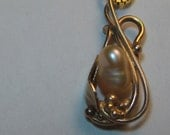 Beautiful  Natural  Pearl Pendant in 14 kt Pink Gold ...........    e775