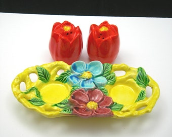 Salt and Pepper Caddy, Tulip Shakers, Flowers Ceramic Tray, Made in Japan, Vintage c1950 Mid-century Kitchen Ware