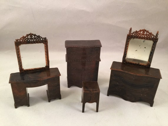 Set of vintage renwal brown plastic doll house bedroom Plastic bedroom furniture