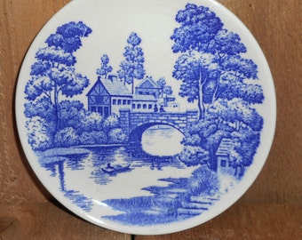 Vintage Nasco Lakeview Made in Japan Blue Willow Plate..Farmhouse Chic Decor ,Blue and White Wall Decor ,Hand Painted