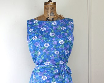 Summertime Blues, vintage floral sheath dress - Aquamarine Blue, Cornflower, lavender, Lucite green + white - belted Sun Dress - size medium