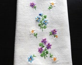 Vintage White Finger Tip Towel With Petite Embroidered Flowers
