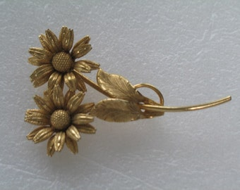 Collectible Lisner Vintage Gold Flower Brooch Pin
