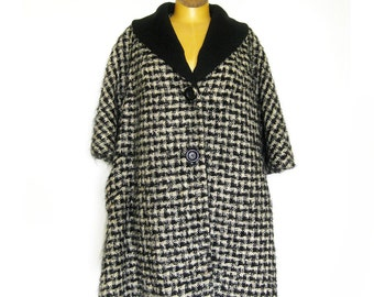 1950s 1960s Vintage Lilli Ann Houndstooth Swing Coat Black and White Wool Boucle With Pockets