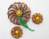 Big Sixties Flower Brooch Earrings Set Pinwheel Vintage Jewelry S6497