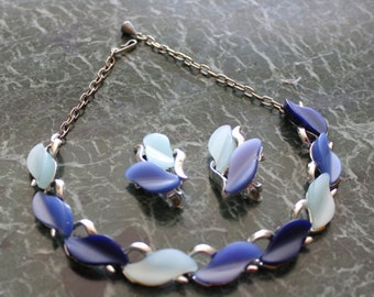 Vintage blue thermoset lucite parure necklace earrings set