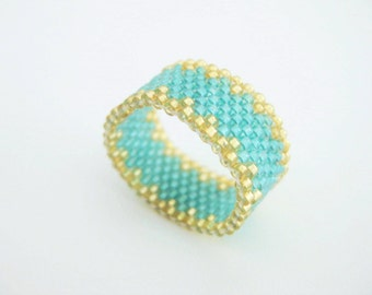 Beaded Ring / Peyote Ring  / Seed Bead Ring in Gold and Green / Size 8 Ring / Delica Ring / Peyote Band / Beadwoven Ring / Custom Ring