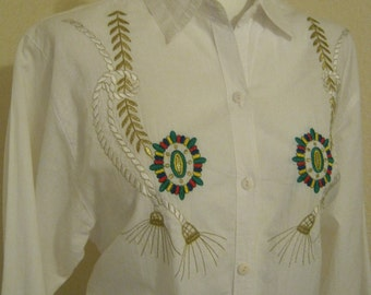 Vintage 70s soft white cotton blouse, white cotton shirt with embroidery detail, summer white cotton blouse medallion? embroidery size M