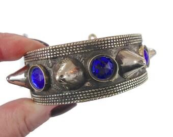 VENTE - Bracelet clouté, Bracelet en argent, Kuchi Afghan, Bracelet ethnique Tribal, Vintage, bijoux bleu, turkmène, déclaration Boho, Bohème
