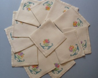 Lot of 16 Vintage Embroidered Linen Luncheon Napkins Cottage Chic Mid-Century