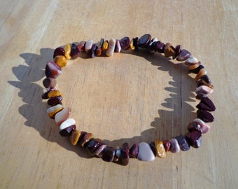 Bracelet Mookaite Gemstones on Elastic Cord in 2 Sizes