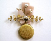 Fancy bouquet Locket boutinerre pin brooch corsage pearls velvet wedding bride keepsake