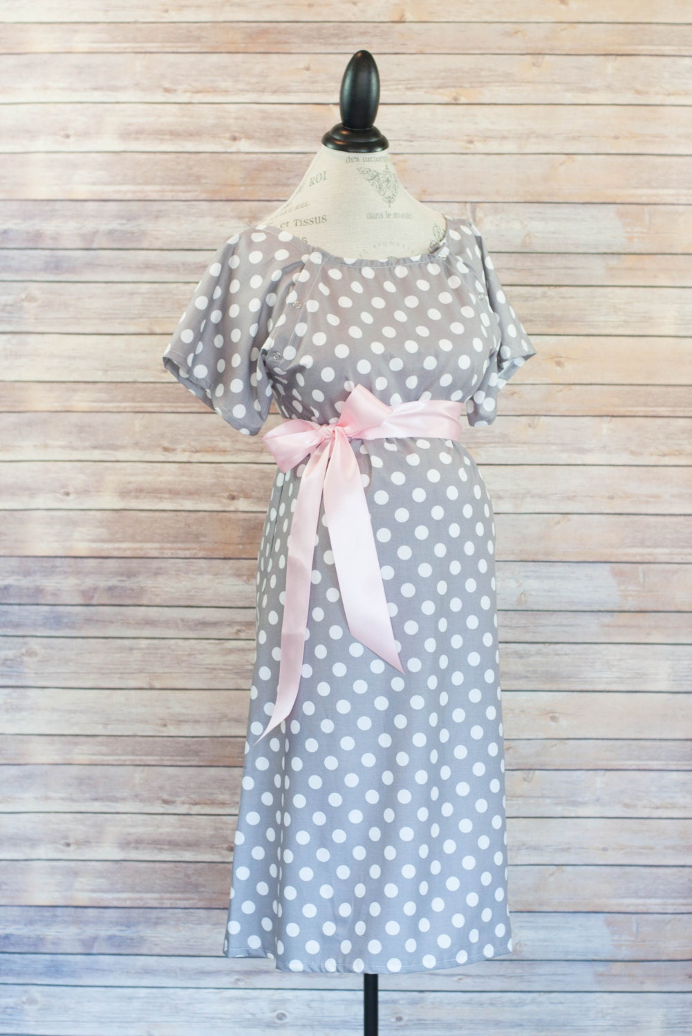 gray polka dot maternity lanor and delivery hospital gown. Black Bedroom Furniture Sets. Home Design Ideas