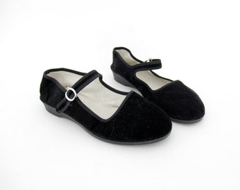 Vintage shoes / black velvet Chinese Mary Jane flats / size 37,38 - 7, 7.5