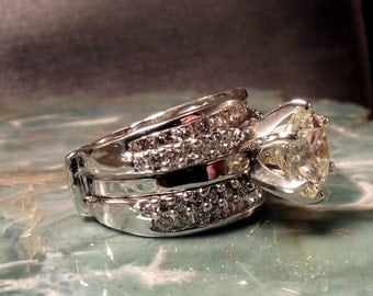 14k White Gold Wedding Ring with 1ct center diamond and multiple diamond surroundings RF477