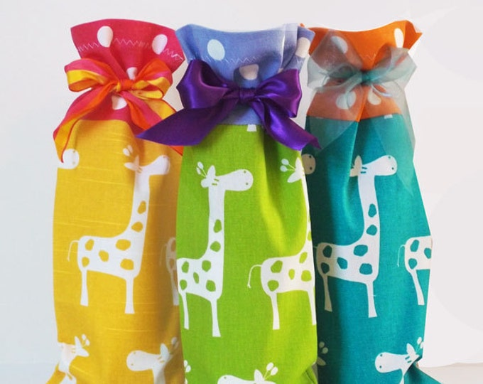 Baby Shower Wine Caddies, Set of 3 Wine Bags, Hostess Gifts, Fabric Wine Sacks, Party Decor, Thank You Gifts, Giraffe Print Wine Bags