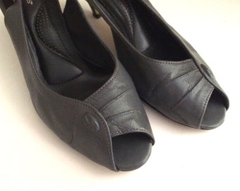 Vintage Shoes Women's 80's Leather Heels, Grey, Sling Back, Hush Puppies (Size 7)