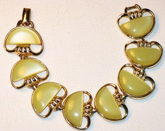 Vintage Coro Light Green Moonglow Lucite Link Bracelet (BR-2-3)