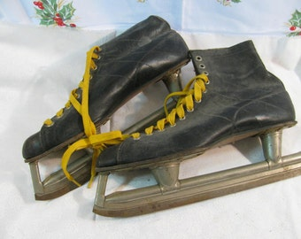 Vintage Mens Ice Skates for Rustic Holiday Decor Crafts Upcycle