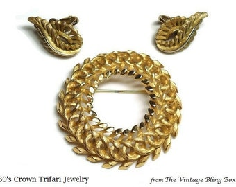 60s Crown Trifari Demi Parure Wreath Brooch & Earrings in Brushed Gold and High Gloss Textured Motif - Vintage 60's Designer Costume Jewelry
