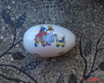 Vintage Lefton Porcelain Hand Painted Egg Shaped Trinket JewelryBox - Sweet