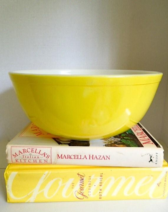 Vintage Yellow Pyrex Glass Mixing Bowl 4 Quart Large Bowl