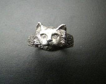 Beautifully detailed Sterling Silver cat ring with genuine diamond eyes
