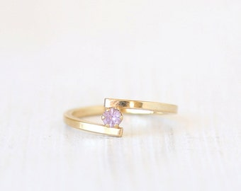 Stackable Dainty Red Vintage Ring // size 5 // everyday gold jewelry