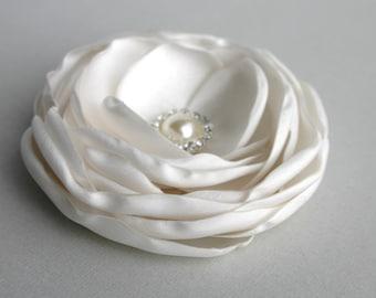 Ivory Flower Headpiece, Flower Hair Clip, Flower Hair Piece, Floral Hair pins, Flower Brooch, Bridal Hairpiece, Wedding Accessory, Haircomb